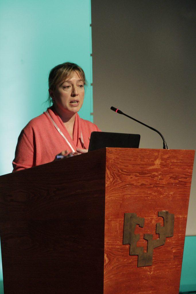 Rosa Urbanos, doctora en economía durante su presentación