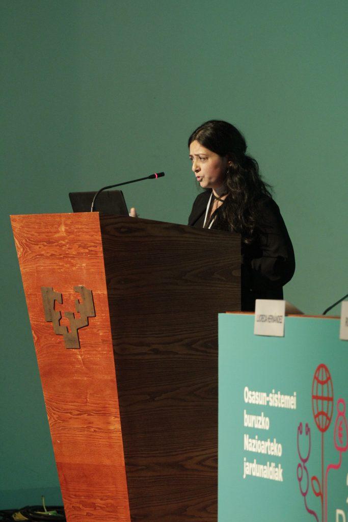 Anuj Kapilashrami socióloga y experta en políticas sociales y de salud internacional