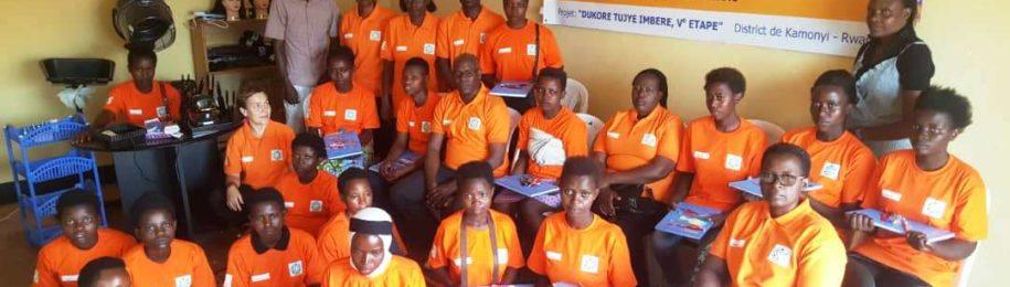 Iniciamos las formaciones a madres adolescentes en Ruanda Image