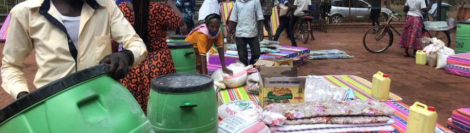 Entrega de kits de emergencia a 50 familias de Kamonyi, Ruanda